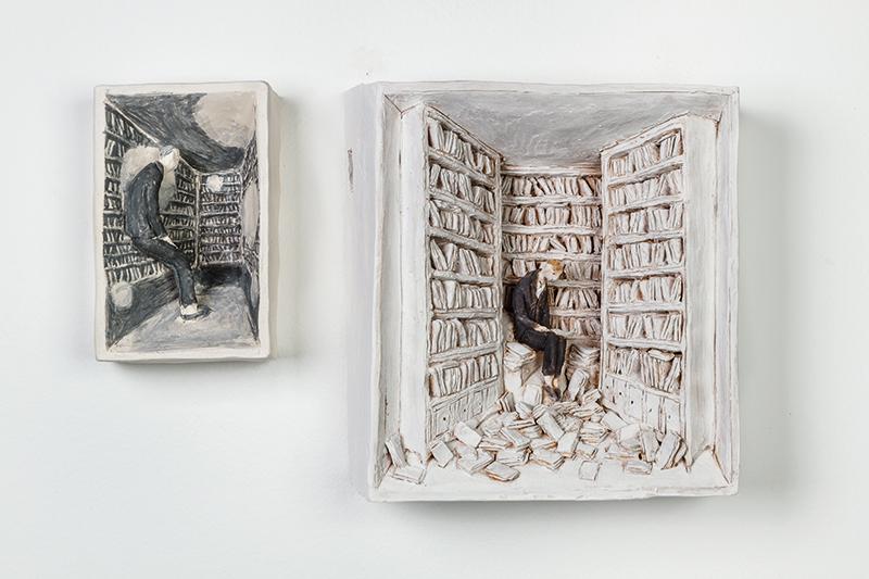 Pino Deodato, Pensierini bianchi e neri, 2017 terracotta ingobbio, cm 12x7x4 - terracotta policroma, cm 18x17x6. Courtesy: Galleria Melesi, Lecco. Foto: Stefano Pensotti