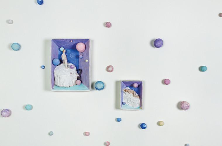 Pino Deodato, Pensierini domestici, 2017, installazione, terracotta policroma, misure ambientali. Courtesy: Galleria Melesi, Lecco. Foto: Stefano Pensotti