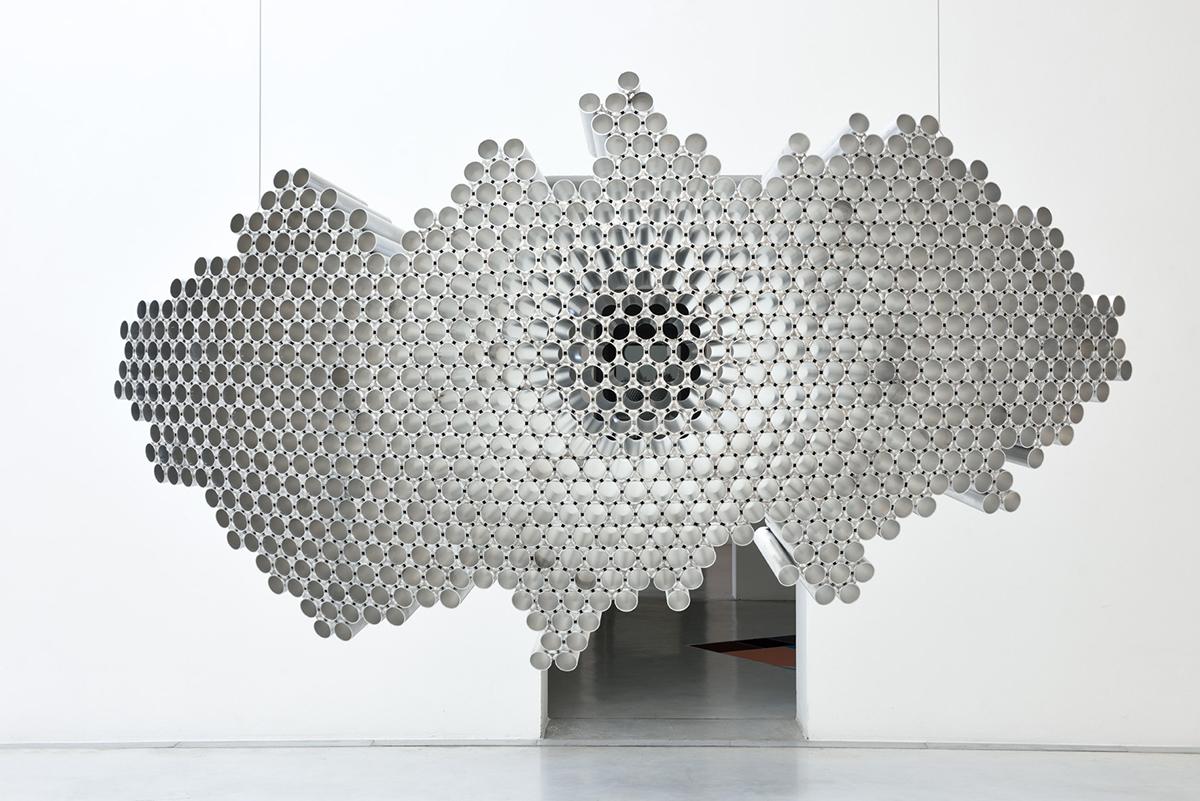 Emil Lukas, #1549 - impact lens, 2017 alluminio, 130x265x76 cm. Foto di Michele Alberto Sereni. Courtesy Studio la Città - Verona