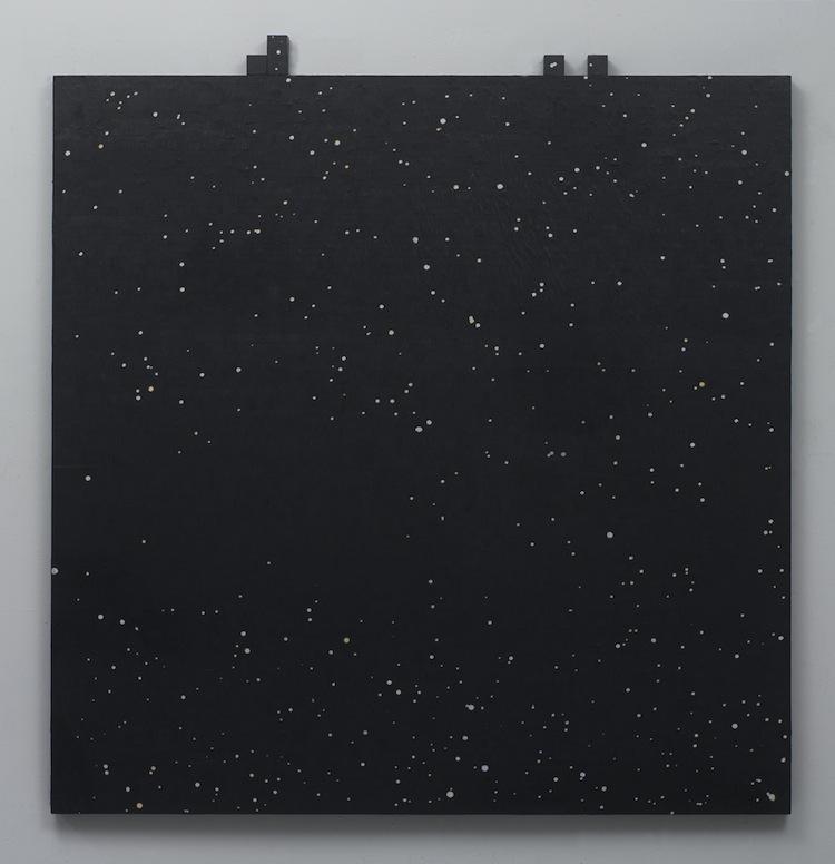 Gianluca Quaglia, Sappiamo solo ciò che possiamo imparare (luce), 2017, colla per affissioni, stampa digitale su carta, grafite argentea in polvere, legno 140x140x4 cm + 5 elementi cubici 4x4x4 cm