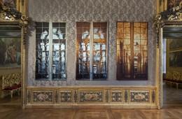 Riflettente Trasparente, 2017 fotografia stampata su raso, trittico, 246 x 135 cm ciascuna Courtesy Gagosian Gallery Ph. Sebastiano Pellion di Persano