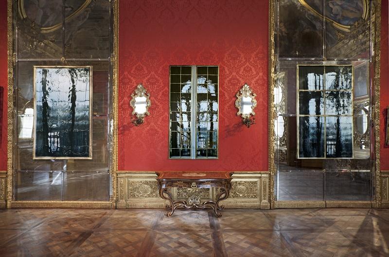 Uno, trentasei e sei, 2017 fotografia stampata su raso trittico, 225 x 140 cm; 225 x 118 cm; 225 x 134 cm Courtesy Gagosian Gallery Ph. Sebastiano Pellion di Persano