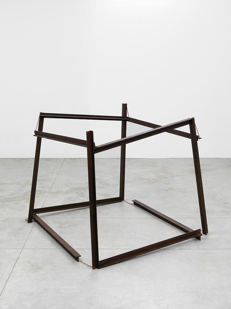 Paolo Icaro, Cuborto, 1968, acciaio, corda, cm 90x90x90. Courtesy: l'artista e P420, Bologna. Foto: M. Sereni