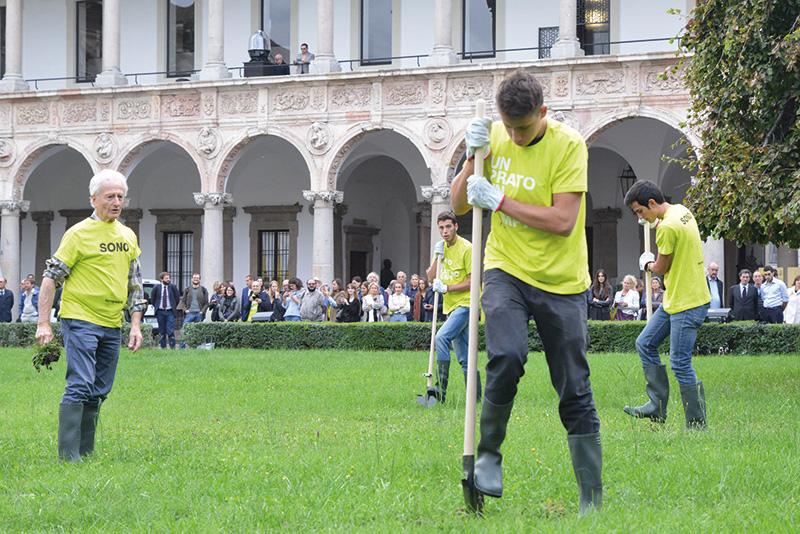 Paolo Icaro, Un prato in quattro tempi, intervento site-specific per l'Università Statale in collaborazione con gli studenti dell'Ateneo. Foto: Valentino Albini