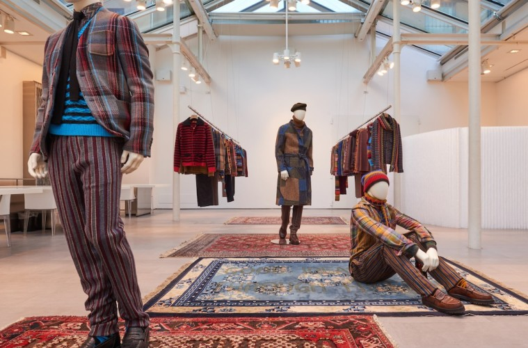 "Missoni showroom, opere ""Carpet"" di Loredana Longo, Collezione Missoni Uomo Winter 2018"