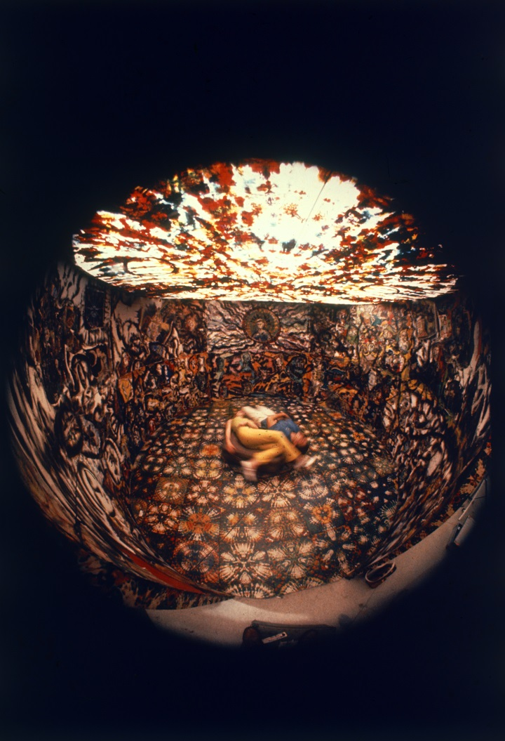 "Installazione immersiva ""Cave"" al Riverside Museum, New York, 1966 (Photo by Yale Joel/The LIFE Picture Collection/Getty Images)"