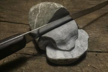 Jago, Carne, 2015, sasso di marmo, coltello