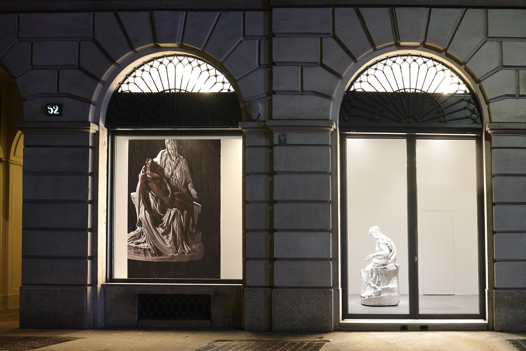 """Veduta della mostra Fabio Viale """"Lucky Ehi"""", Galleria Poggiali, MilanoFoto: Michele Alberto Sereni"""