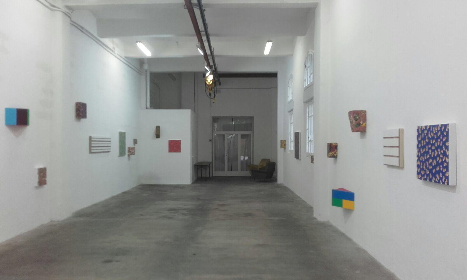 Vincenzo Frattini. Opere in ritmo, veduta della mostra, Galleria Giovanni Bonelli, Pietrasanta