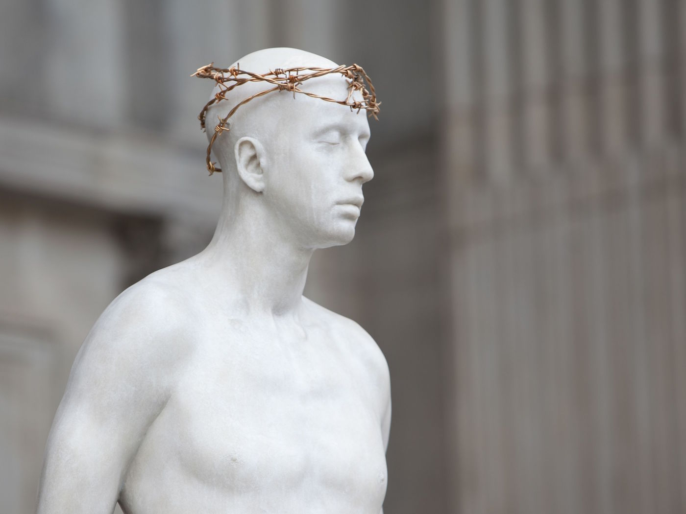 Mark Wallinger, Ecce Homo, 1999 - 2000White marbleised resin, gold-plated barbed wire, Life sizeInstallation view St. Paul's Cathedral, London/UK, 2017Courtesy the artist and Hauser & WirthPhoto: © Graham Lacdao
