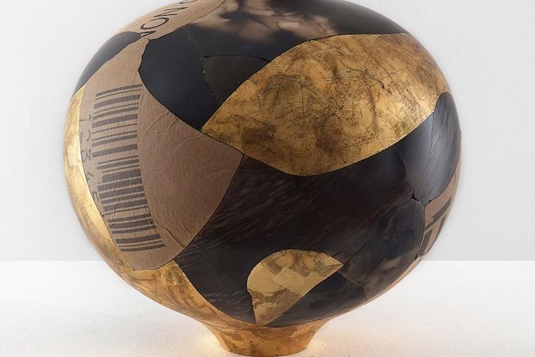 Samuele Bonomi, Vaso sfera, 2017, ceramica altezza 40 cm