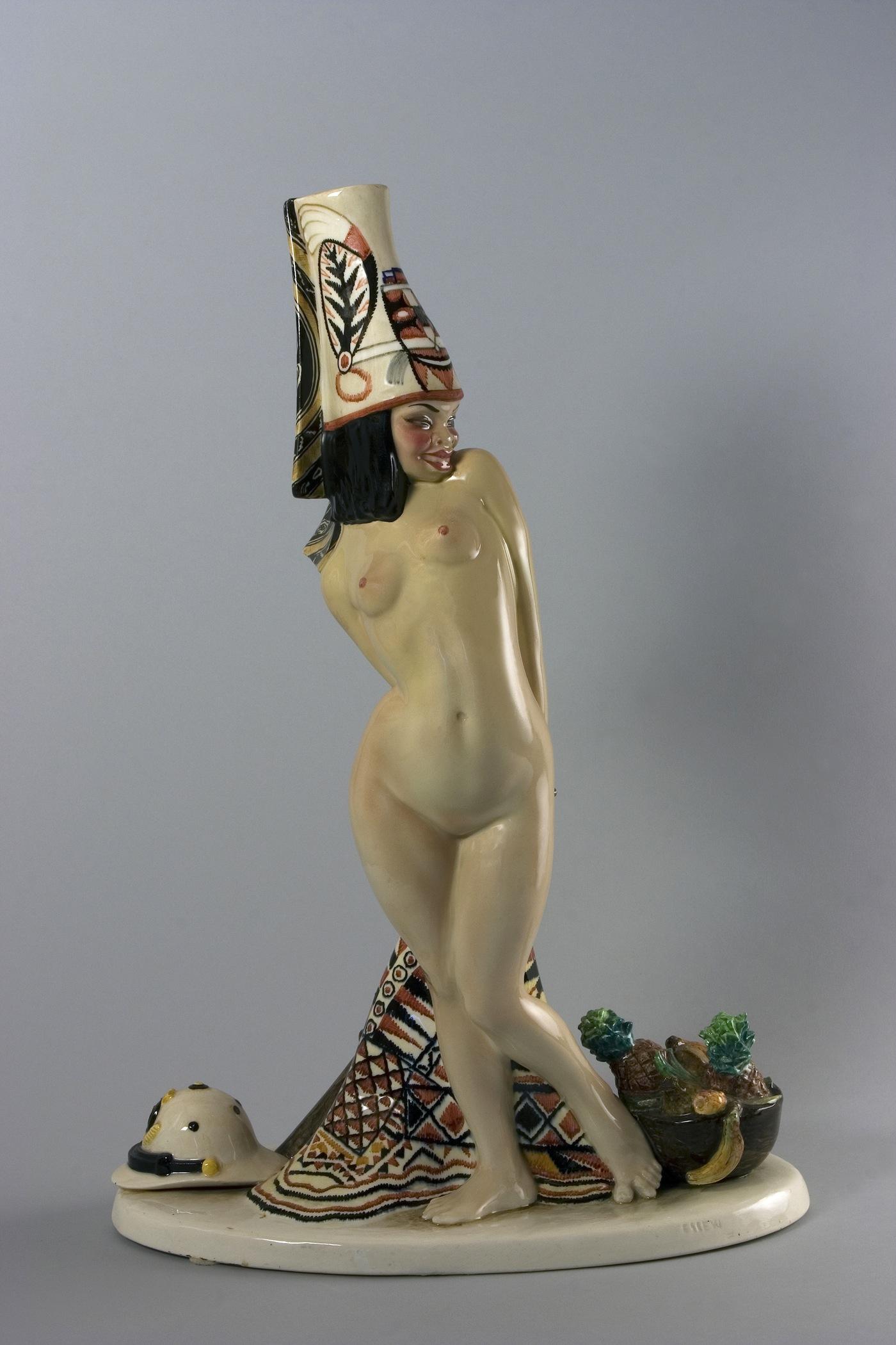 Sandro Vacchetti, Abissina, terraglia, 1931, h. 54 x 37 x 19 cm