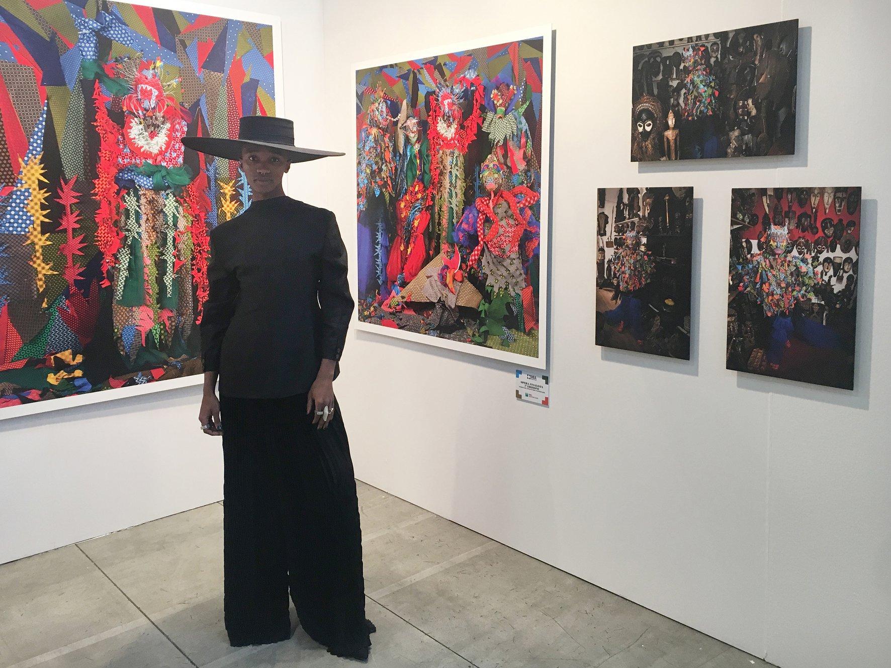 Siwa Mgoboza allo stand della Semaphore Gallery. Courtesy Semaphore Gallery