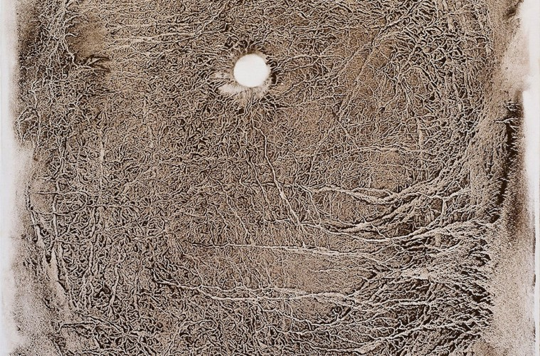 Giuliana Storino, Geo-Logiche, 2012, Terreno sedimentato e bussola su tela, 40x100 cm