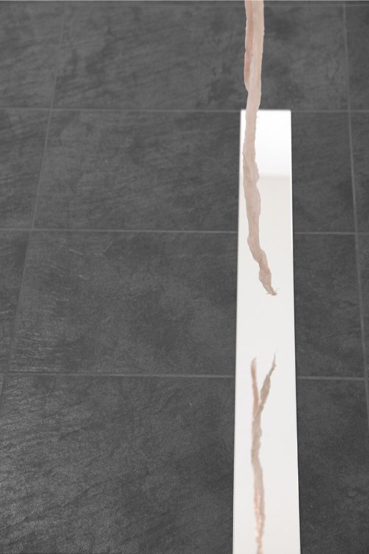 Elena Modorati, I'll be your mirror, 2018, garza cerata, specchio, 200x170x10 cm (dettaglio) Foto Bruno Bani, Milano
