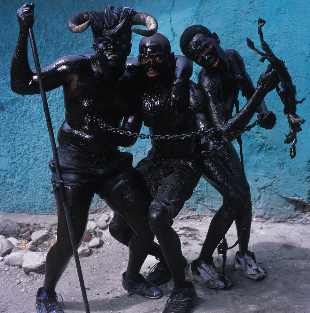 Phyllis Galembo,Three Men With Chains, 2004, Courtesy Sindika Dokolo Foundation, Bruxelles