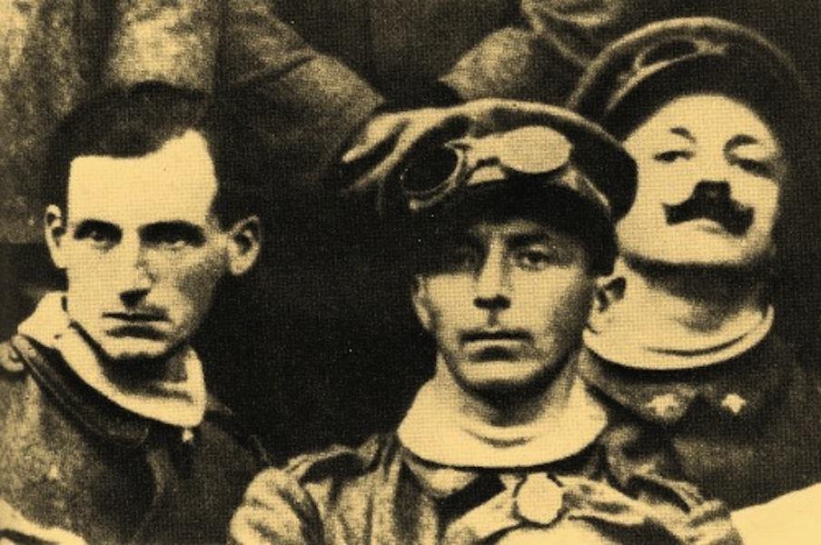 Da sinistra: Antonio Sant'Elia, Umberto Boccioni, Filippo Tommaso Marinetti, 1915