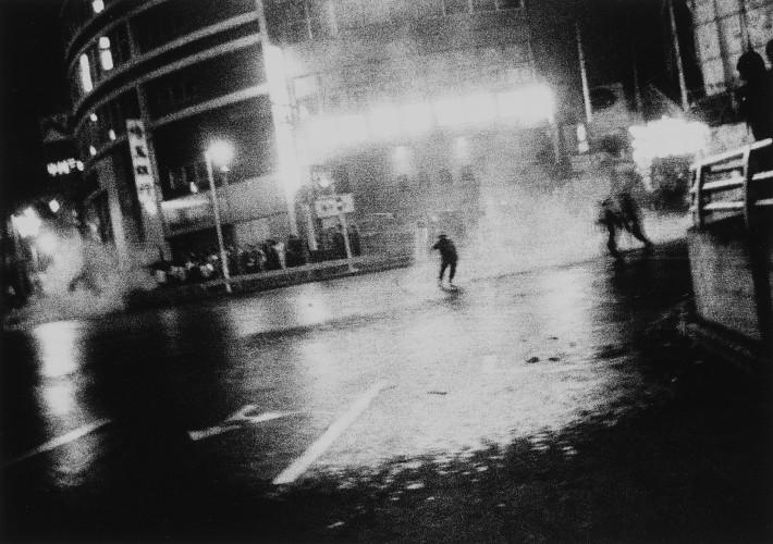 Daido Moriyama, Oct. 21, 1969 1969/2008 Stampa alla gelatina d'argento, 25 x 30 cm © l'autore, courtesy Fondazione Cassa di Risparmio di Modena
