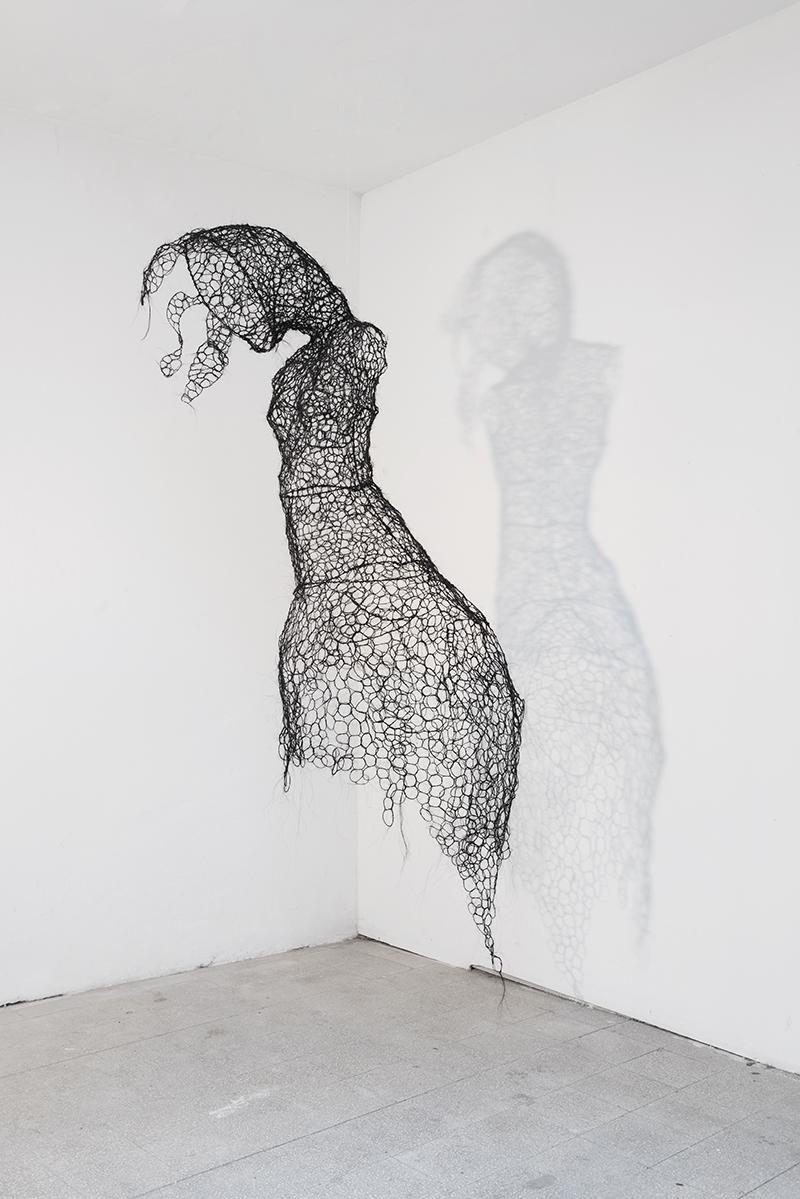 Francesca Romana Pinzari, Chimera, 2013, crini di cavallo intrecciati su struttura metallica, cm 220x120x60