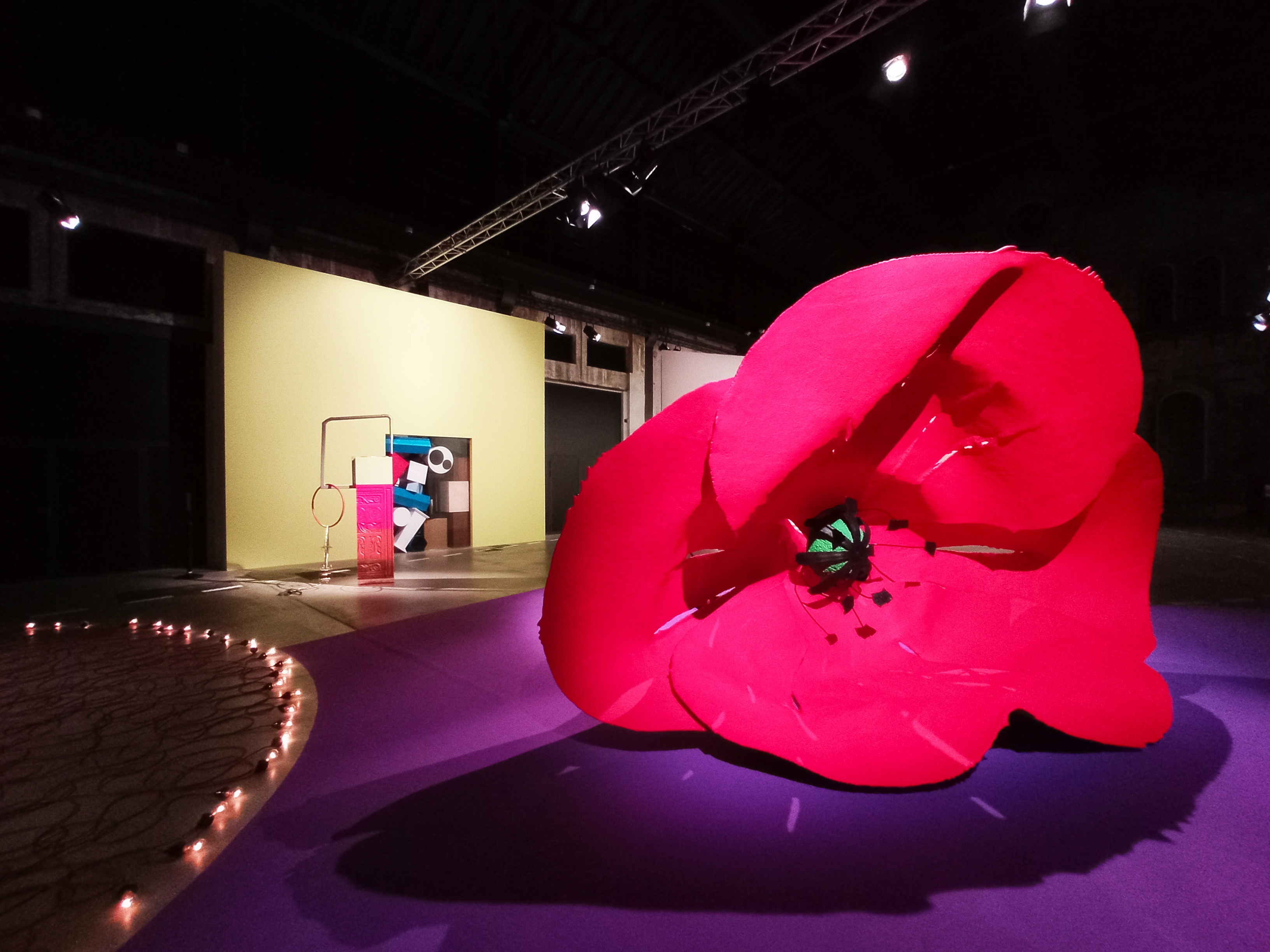 Claes Oldenburg and Coosje Van Gruggen, Dropped Flower, 2006