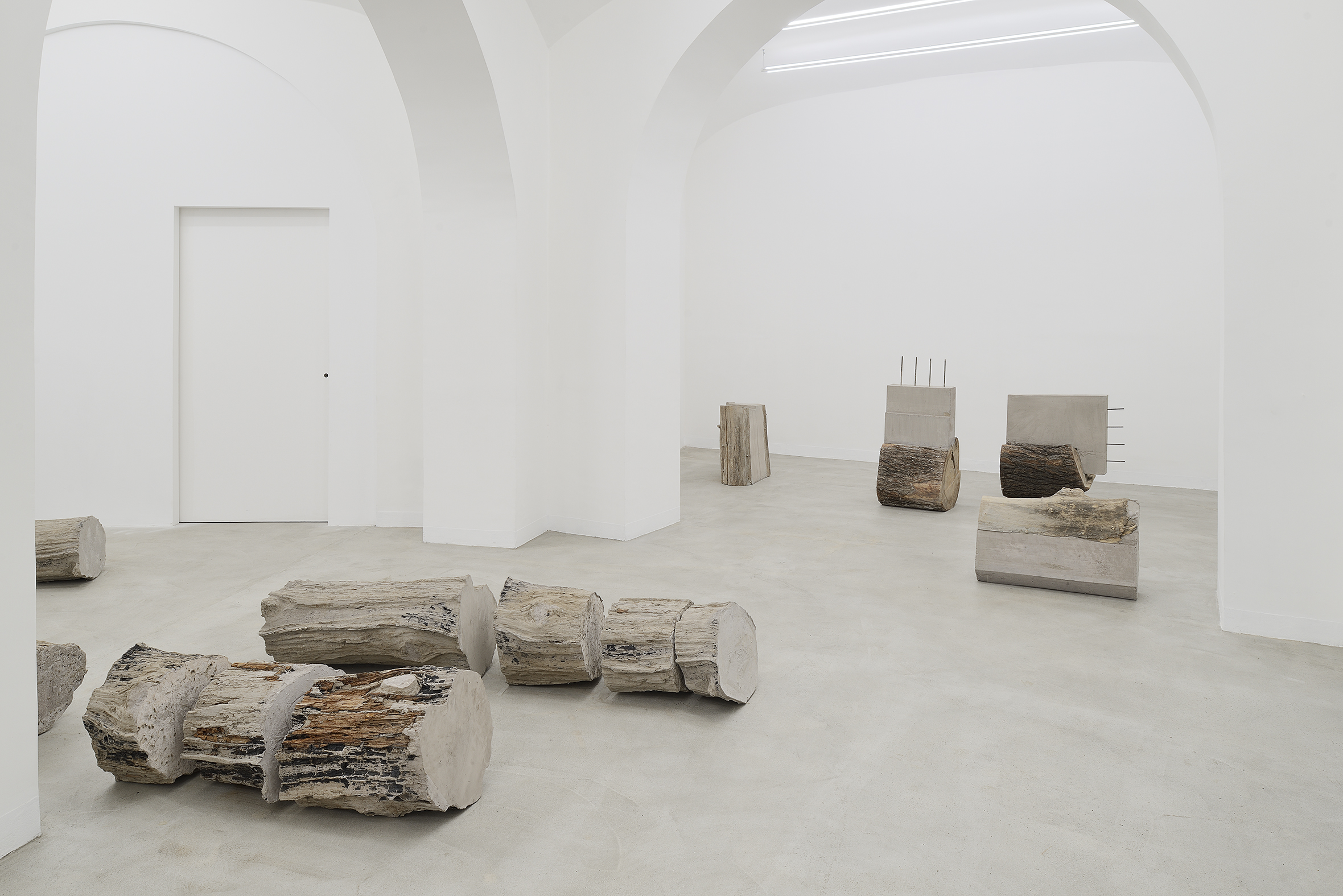 Installation view Stefano Canto - Carie, 2021. Courtesy of the artist and Matèria, Roma. Photo Roberto Apa