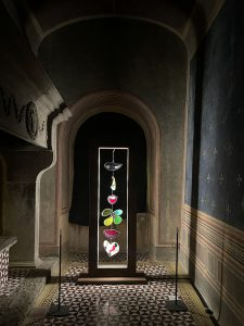 Uno scorcio della mostra di Niki Saint de Phalle a Palazzo Collacchioni