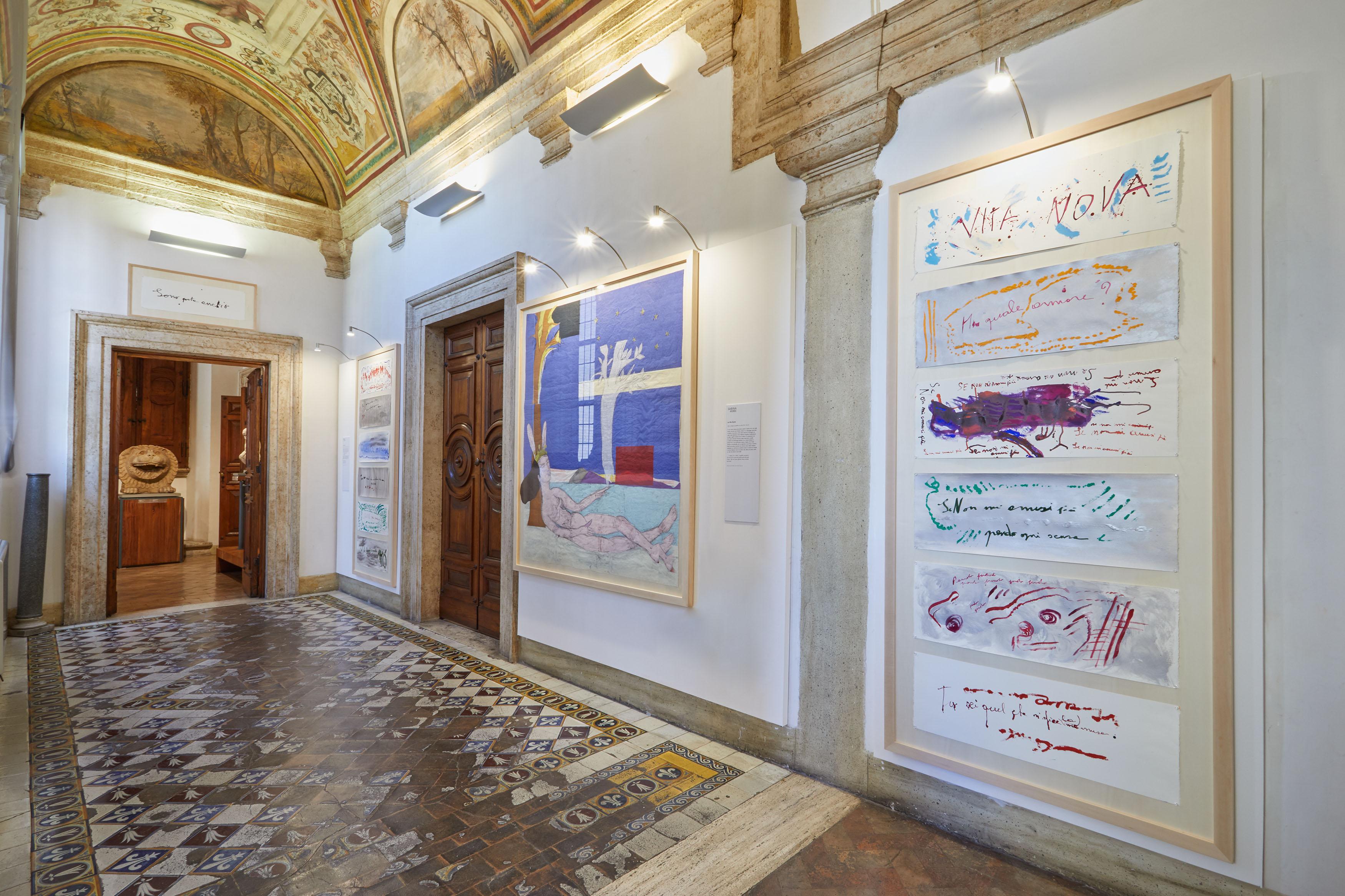 Patrizia Cavalli e Sabina Mirri, La Vita Nova. L'amore in Dante nello sguardo di 10 artiste, Roma, Museo di Scultura Antica Giovanni Barracco, installation view, ph. Simon d'Exéa